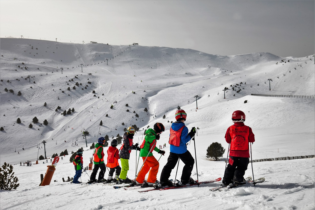 Ana Paula Fernández Santacruz Ruiz grandvalira - kids program 5 days - ski - full day - from 6